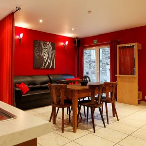 Maison_Fiche-Villas-de-luxe-104772-03-Spa-(Jalhay)-salle-a-manger-534316[1]